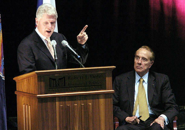 Bill Clinton Gives Inaugural Lecture At Robert J. Dole Institute of Politics:ニュース(壁紙.com)
