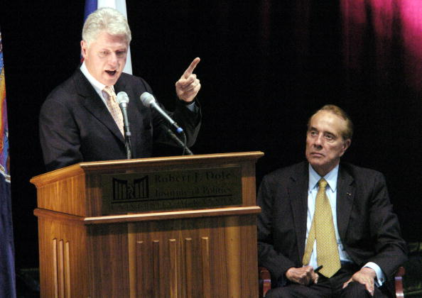 J R Smith「Bill Clinton Gives Inaugural Lecture At Robert J. Dole Institute of Politics」:写真・画像(0)[壁紙.com]