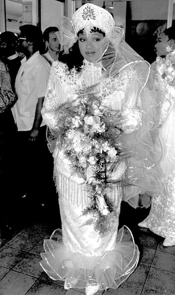Prejudice「Former President Nelson Mandela's daughter, Zinzi, on her wedding day. She married Zwelibangi Hlongwane.」:写真・画像(8)[壁紙.com]