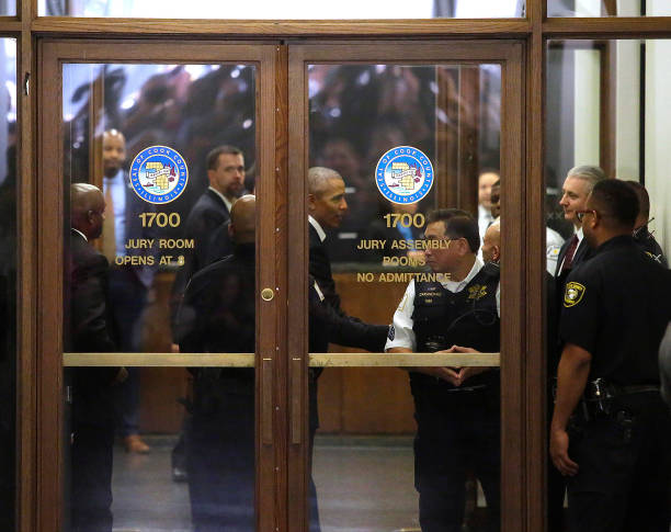 Juror - Law「Former President Obama Reports For Jury Duty In Chicago」:写真・画像(8)[壁紙.com]