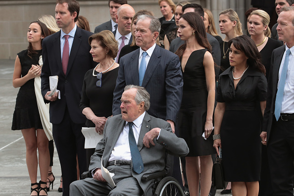 Funeral「Mourners, Including Former Presidents, Attend Funeral For Barbara Bush」:写真・画像(10)[壁紙.com]