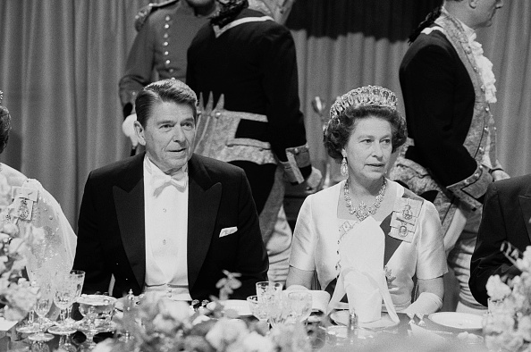 Dinner「Ronald Reagan and Elizabeth II」:写真・画像(9)[壁紙.com]