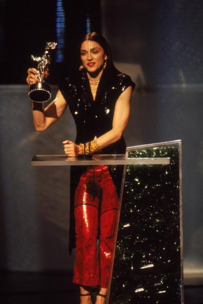 Singer「Madonna At 1998 MTV Video Music Awards」:写真・画像(10)[壁紙.com]