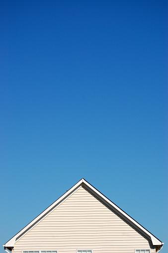 Triangle Shape「Peak of a house against a clear blue sky」:スマホ壁紙(6)