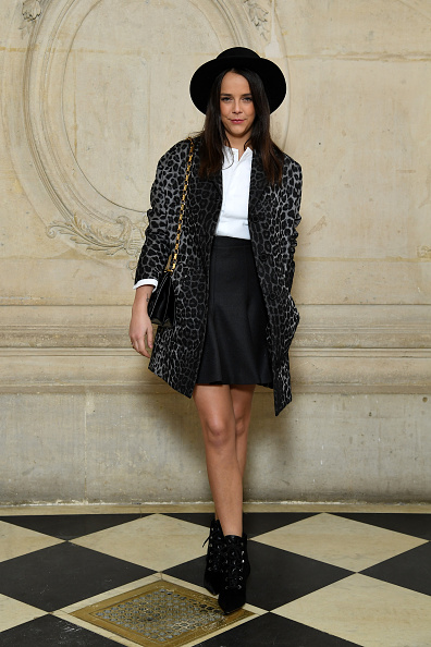 笑顔「Christian Dior : Photocall - Paris Fashion Week Womenswear Fall/Winter 2018/2019」:写真・画像(17)[壁紙.com]