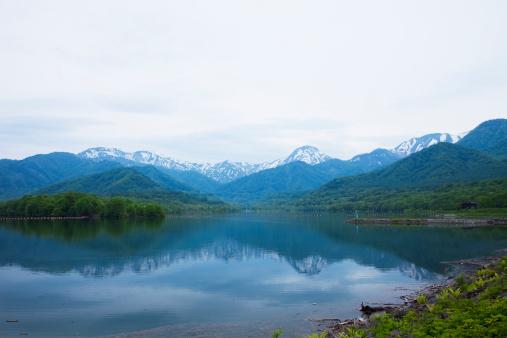 冠雪「Lake Otomi at Sasamigahara Highland, Niigata Prefecture, Honshu, Japan」:スマホ壁紙(1)
