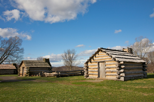 Log「Replicated huts mark the site where General Peter Muhlenberg's Brigade anchored the outer line of defense, Valley Forge National Historical Park, King of Prussia, PA, USA」:スマホ壁紙(19)
