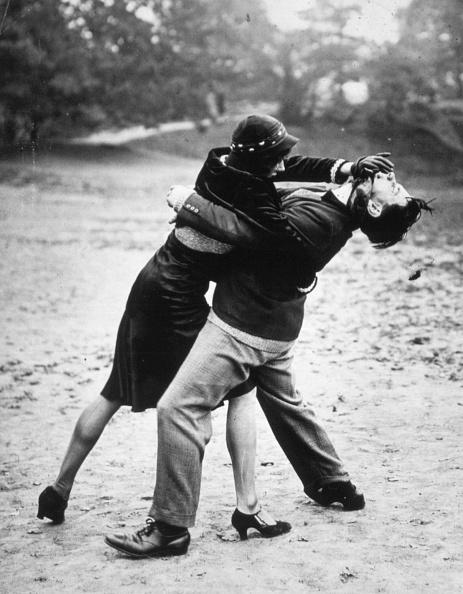 Couple - Relationship「Fighting Off Attack」:写真・画像(12)[壁紙.com]