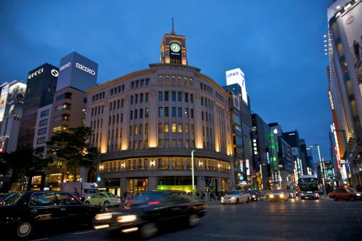 Ginza「Dusk at busy Tokyo shopping intersection」:スマホ壁紙(7)