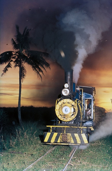 October「Hawaiian Philippine Company's dragon No.6 an 0-6-0 built by Baldwin's in 1928 at work on the company's plantation on the Philippine island of Negros in October 1974.」:写真・画像(7)[壁紙.com]
