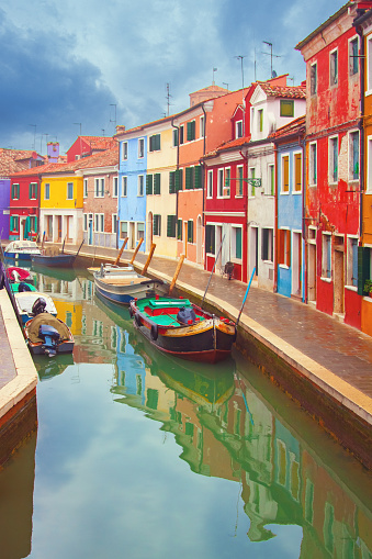 Vertical「Burano, a small fishing village close to Venice, Italy」:スマホ壁紙(7)