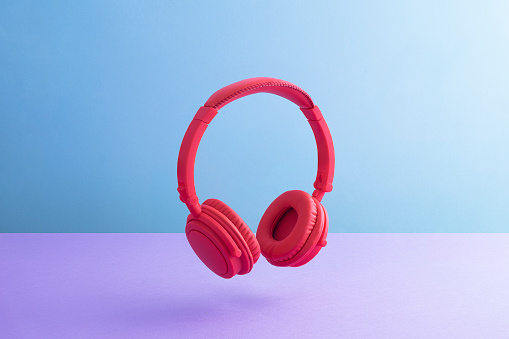 Colored Background「Red wireless headphones」:スマホ壁紙(19)