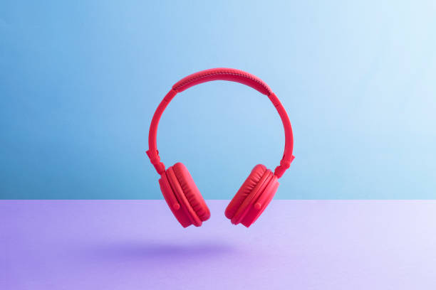 Red wireless headphones:スマホ壁紙(壁紙.com)
