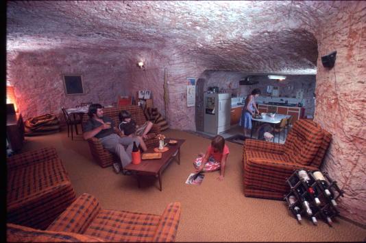 Industry「Austrailian Family Lives In Cave」:写真・画像(18)[壁紙.com]