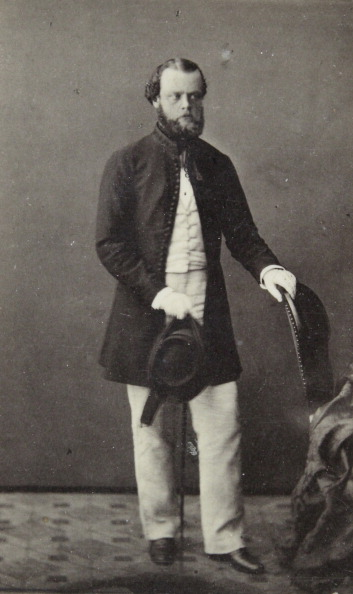 Overcoat「Men With Dark Hungarian Frock Coat And Light Pants, In His Right Hand His Hat And A Cane. Full Figure. About 1860. Photograph By Carl Von Jagemann / Vienna [City. Hof No. 320].」:写真・画像(13)[壁紙.com]
