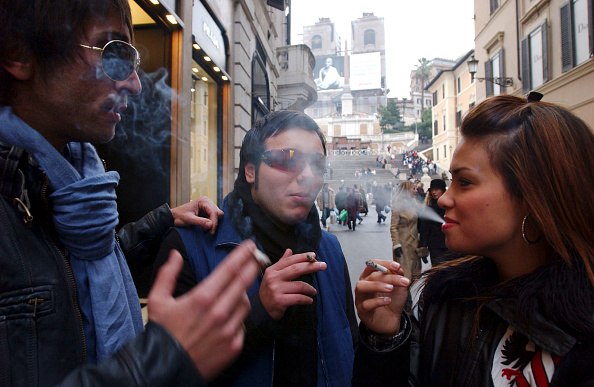 Teenager「Italian Smoking Ban Takes Effect In Public Places」:写真・画像(17)[壁紙.com]