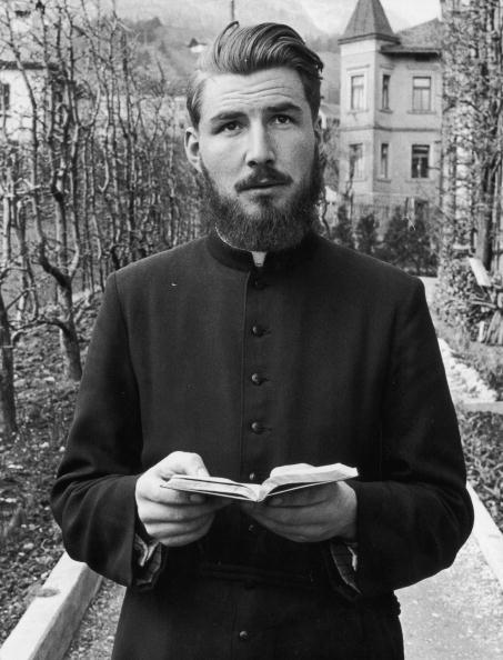 Priest「Father Martin」:写真・画像(7)[壁紙.com]