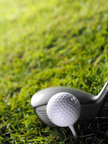 Putting - Golf「Golf Club with White Tee and Ball」:スマホ壁紙(15)