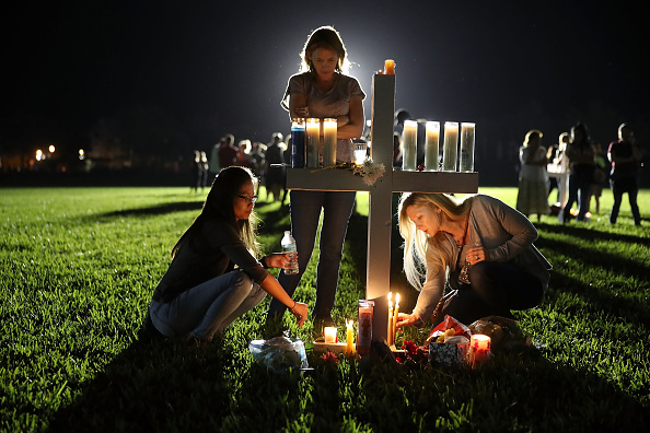 Joe Raedle「Florida Town Of Parkland In Mourning, After Shooting At Marjory Stoneman Douglas High School Kills 17」:写真・画像(10)[壁紙.com]