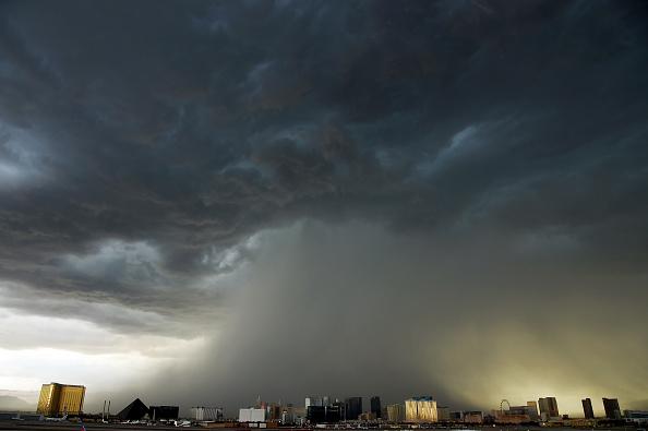 Thunderstorm「Strong Thunderstorms Hit Las Vegas」:写真・画像(10)[壁紙.com]