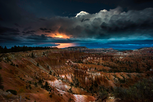 雷「Thunderstorm with Lightning in Bryce Canyon」:スマホ壁紙(2)