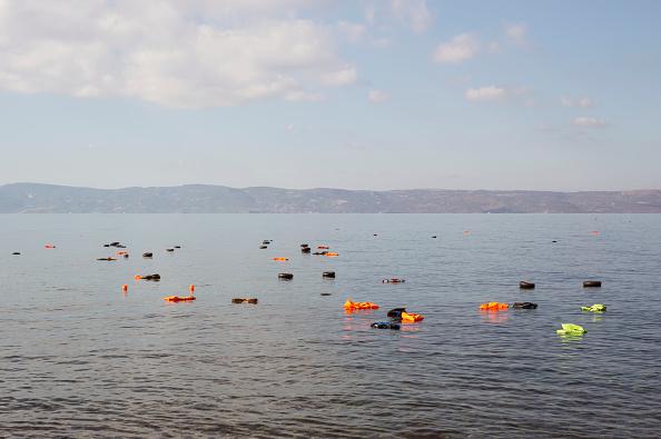 Obsolete「Refugees On Lesbos」:写真・画像(2)[壁紙.com]