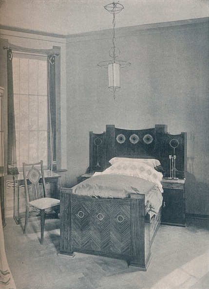 家具「A Child'S Bed Designed By Peter Behrens, Executed By Td Heymann, 1901.」:写真・画像(9)[壁紙.com]