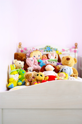 Stuffed Animals「Child's bed covered with stuffed toys」:スマホ壁紙(10)