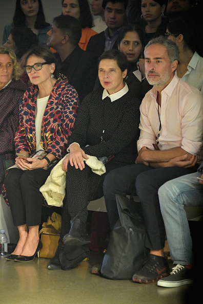 Isabella Rossellini「PRISCAVera - Front Row - September 2018 - New York Fashion Week: The Shows」:写真・画像(9)[壁紙.com]