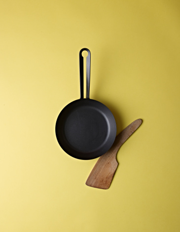 Skillet - Cooking Pan「Cast Iron Skillet and Wood Spatula」:スマホ壁紙(11)