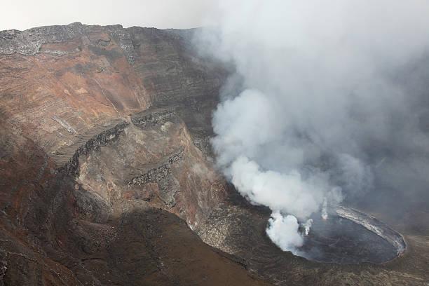 January 21, 2011 - Active lava lake in summit caldera, Nyiragongo Volcano, Democratic Republic of the Congo.:スマホ壁紙(壁紙.com)