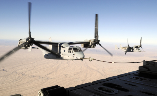 Air Attack「A MV-22 Osprey refuels midflight while another waits its turn.」:スマホ壁紙(15)