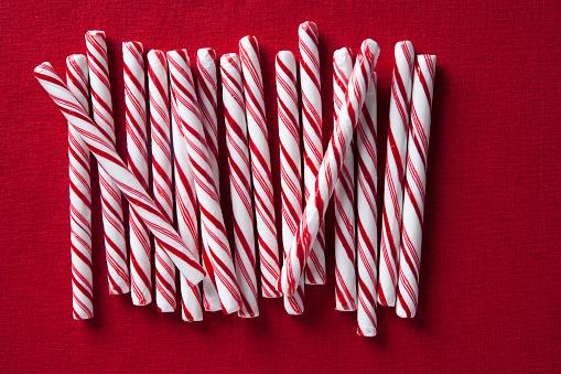 Temptation「Row of candy canes」:スマホ壁紙(13)