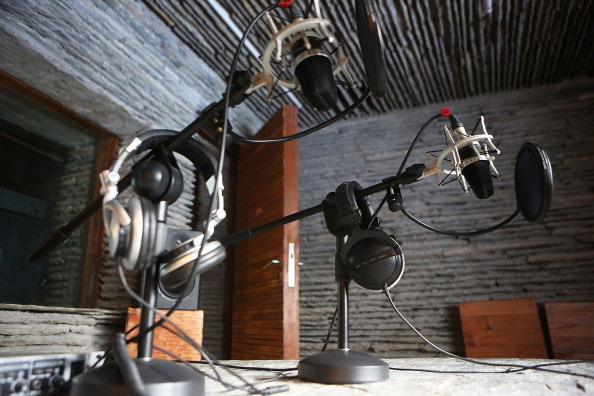 Microphone「Broadcasting Radio Station Set In Nepal's 'Hidden Kingdom'」:写真・画像(12)[壁紙.com]