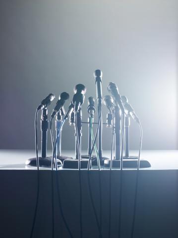 Press Room「microphones on white」:スマホ壁紙(8)