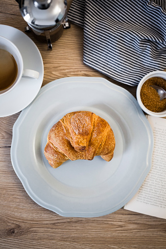 French Press「Italian cornetto on plate, book, serviette and coffee cup」:スマホ壁紙(18)