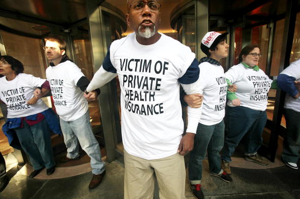 Medicare「Health Care Activists Conduct Sit In At An Aetna Insurance Office」:写真・画像(5)[壁紙.com]