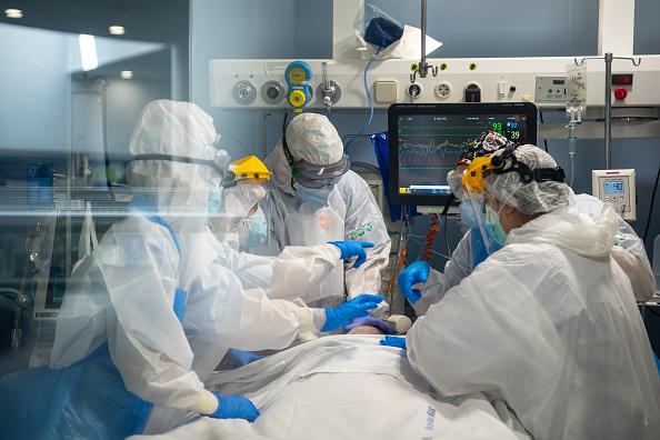 Infectious Disease「Barcelona's Hospital Del Mar Expands ICU In Fight Against Coronavirus」:写真・画像(12)[壁紙.com]