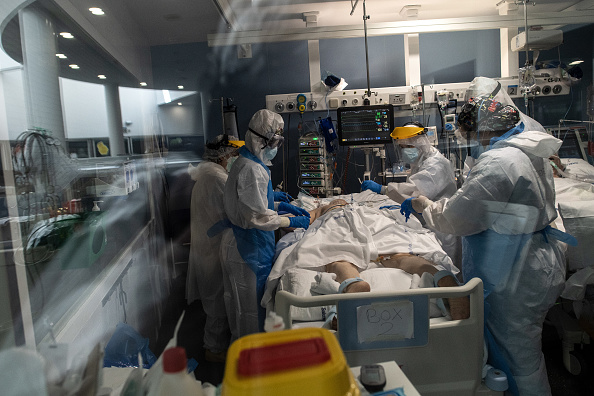 Infectious Disease「Barcelona's Hospital Del Mar Expands ICU In Fight Against Coronavirus」:写真・画像(8)[壁紙.com]