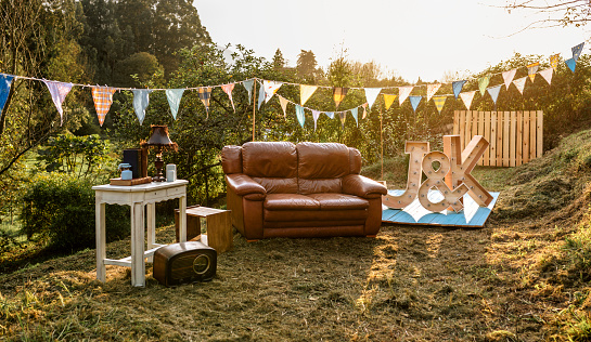 農村の風景「Empty decoration set for party in the field」:スマホ壁紙(14)
