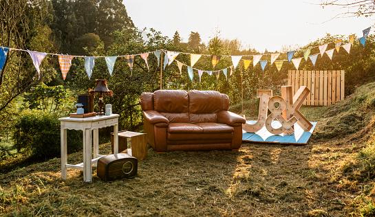 田畑「Empty decoration set for party in the field」:スマホ壁紙(5)