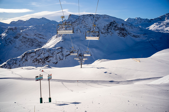 Equipment「Closed French Ski Resorts Left In The Cold Amid Pandemic」:写真・画像(2)[壁紙.com]