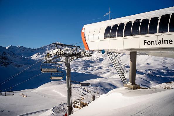 Ski Resort「Closed French Ski Resorts Left In The Cold Amid Pandemic」:写真・画像(1)[壁紙.com]