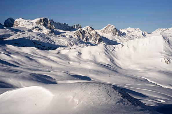 Ski Resort「Closed French Ski Resorts Left In The Cold Amid Pandemic」:写真・画像(6)[壁紙.com]