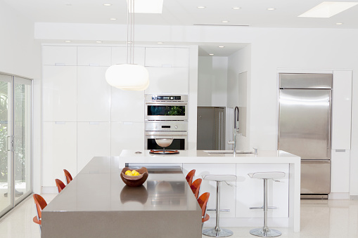 Miami「Counters and cabinets in modern kitchen」:スマホ壁紙(18)