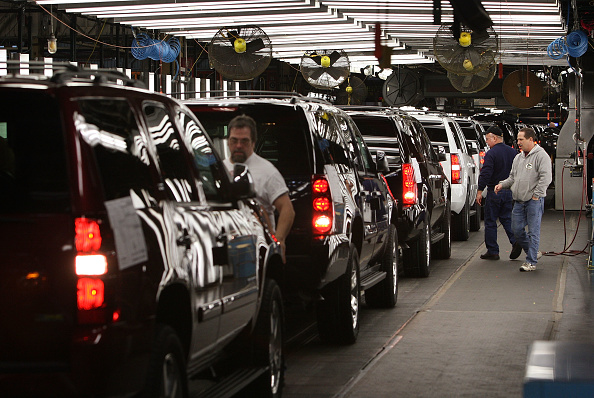 Suburb「GM Announces Huge Losses And Another Round Of Buyouts」:写真・画像(14)[壁紙.com]