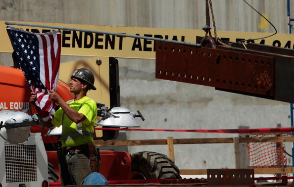 Positioning「First Steel Column For 9/11 Memorial Is Erected At Ground Zero」:写真・画像(14)[壁紙.com]