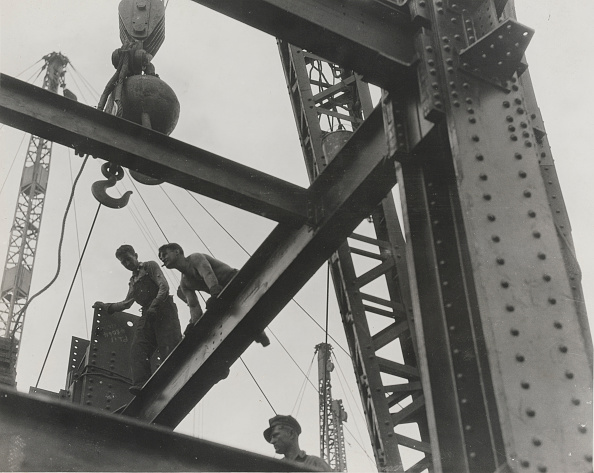 Empire State Building「Workers At The Construction Of Empire State Building」:写真・画像(10)[壁紙.com]