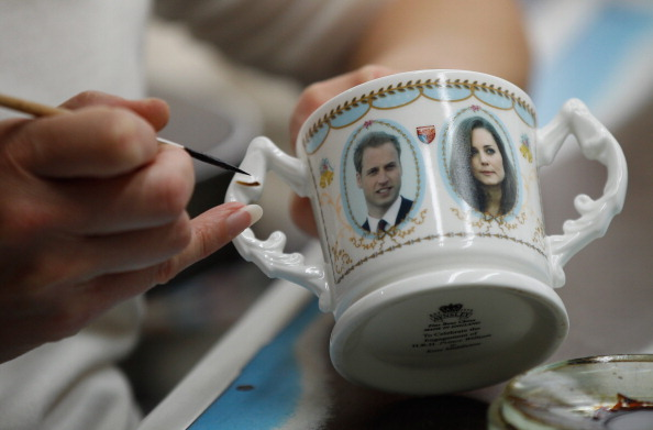 Souvenir「UK Gears Up For A Royal Wedding After Engagement Announcement」:写真・画像(2)[壁紙.com]