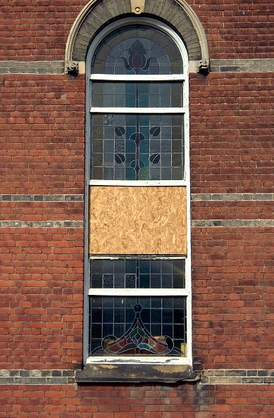 Brick Wall「Broken window repaired with plywood.」:写真・画像(12)[壁紙.com]